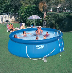 Bien choisir sa piscine gonflable entretenez et for Obi intex pool